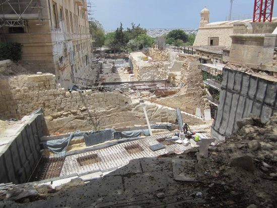 Hotel Phoenicia: Excavations