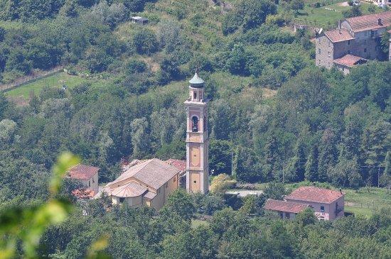 Chiesa Santa Maria Assunta (Sesta Godano), vista dal Castello di Godano
