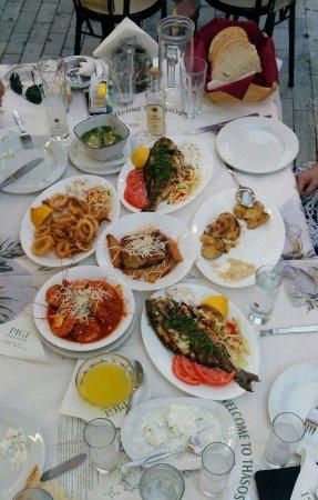 Pigi Taverna: kabak kızartması, kalamar, karides...vs. hepsini öneriyorum:)