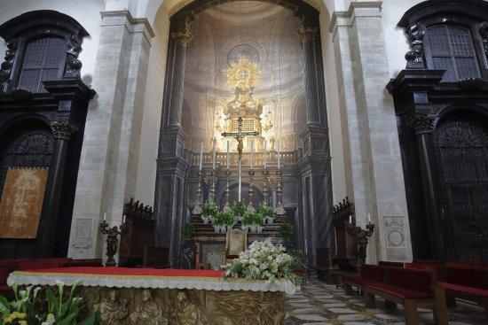 Real Chiesa di San Lorenzo: Интерьер