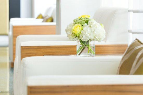 Hilton Cabana Miami Beach: Lobby Chair