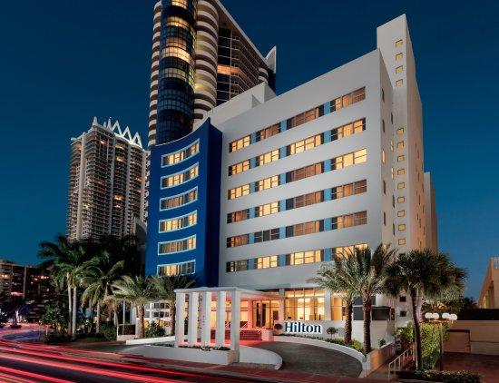 Hilton Cabana Miami Beach: Exterior