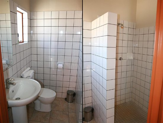Usakos, Namibië: All rooms have their own bathroom.