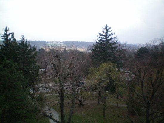 Austria Trend Hotel Park Royal Palace Vienna: Richtung Schloss Schönbrunn