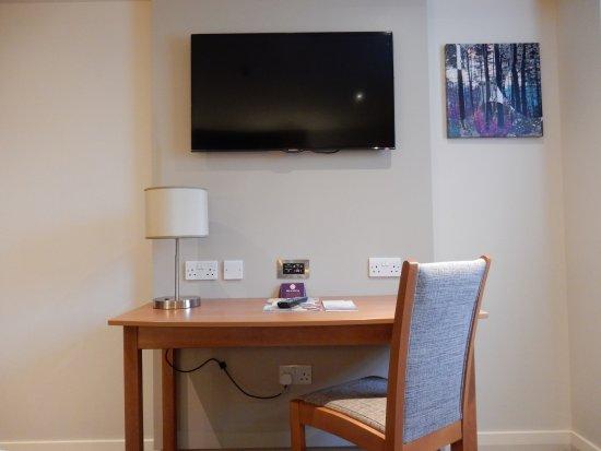 Gargrave, UK: Television and desk.