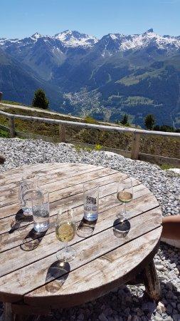 Saint-Luc, Ελβετία: Aussicht von Gartenterasse