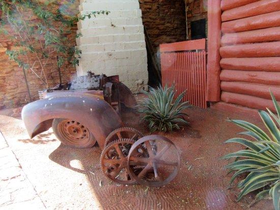 Northern Territory, Australien: Outside Mt. Ebenzar road house; where we had morning tea