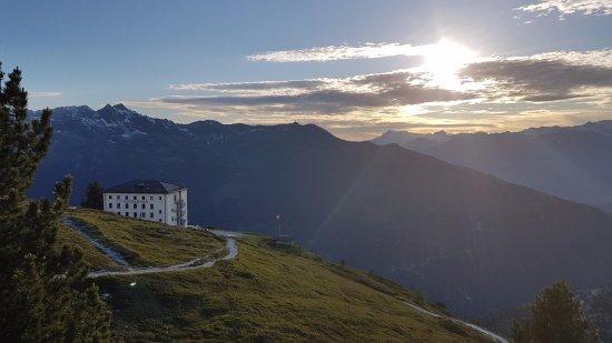 Saint-Luc, Suiza: Abendstimmung beim Hotel Weisshorn