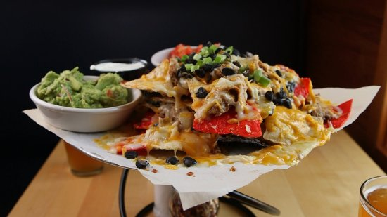 Westport, Массачусетс: Ten Cousins Brick Oven - Awesome Nachos