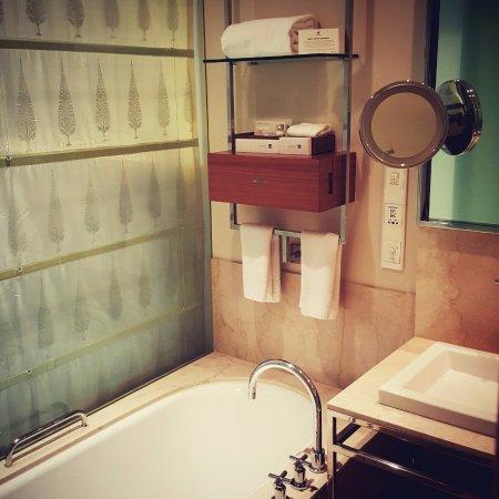 Trident, Bandra Kurla, Mumbai: Plush Bathroom
