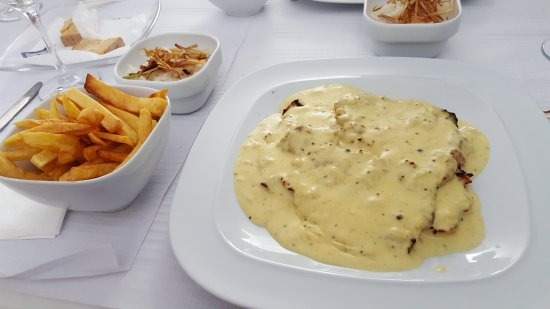 Linda-a-Velha, Portugal: Bifanas com molho de mostarda