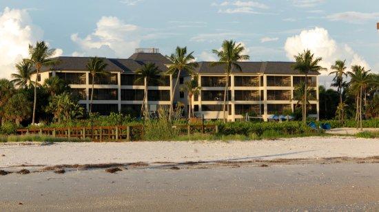 Mariner Boathouse Beach Resort: Resort from the Beach