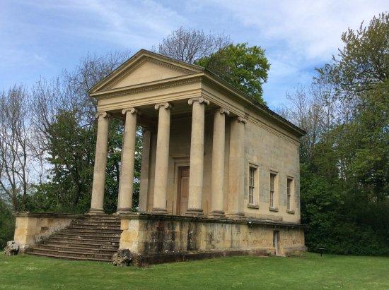Helmsley, UK: Temple.