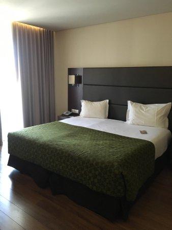 Eurostars Oporto: Chambre très spacieuse