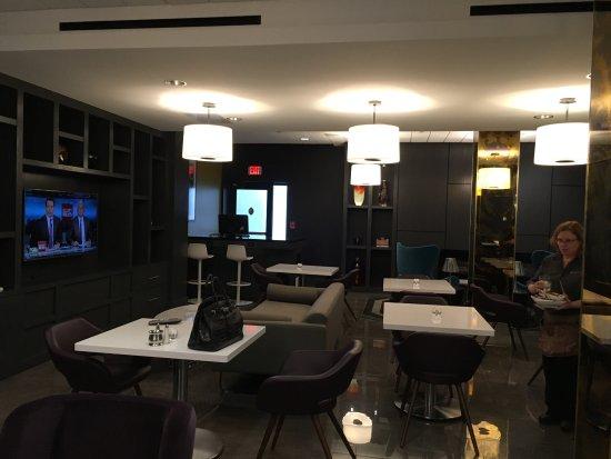 Fabulous River Front View, Excellent Ambassador Club Lounge!