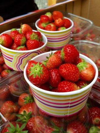 Axbridge, UK: Local strawberries in pots for sale!