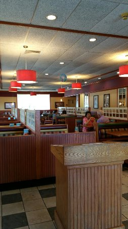 East Meadow, นิวยอร์ก: Standard decor for friendly's , and no wait!