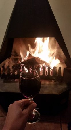 Ceres, Sydafrika: Our wonderfully warm and cosy indoor fire (wood is provided)