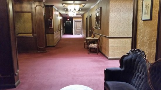 Mizpah Hotel: Standing outside room 504.  Very nice and clean.  5th Floor.