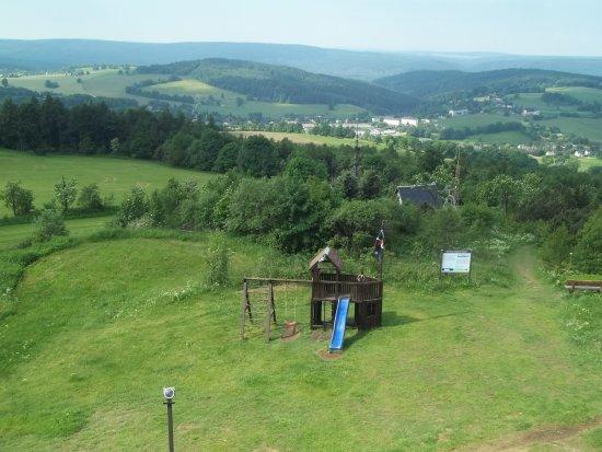 Neuhausen, Germania: Der Kinderspielplatz / Blick aus dem Gästezimmer