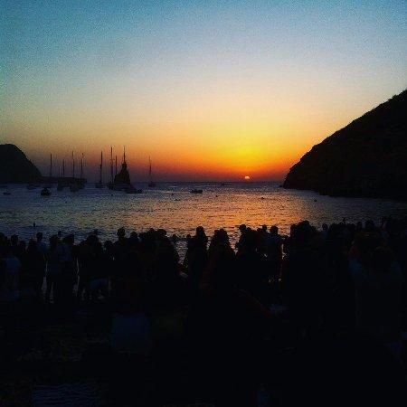 Ibiza Yoga: Sunday late afternoon, enjoying drummers music and sunset