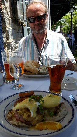 Wharf Restaurant: Eggs Benedict with Crab Cakes and some local craft brews