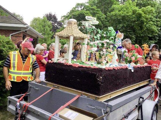 Queen's Landing: Canada Day Giant Cake