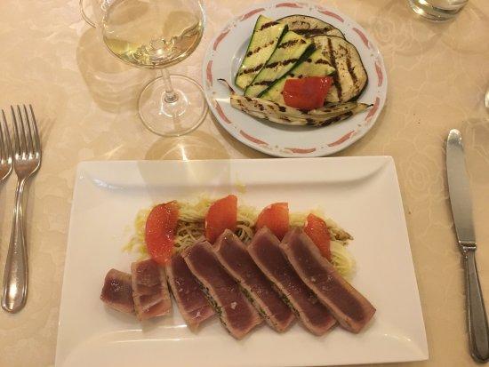 Provincia de Lucca, Italia: tagliata di tonno
