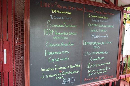 Red Ochre Grill Restaurant Alice Springs: Les menus midi et soir. Réservation requise !!!