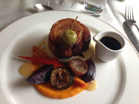 County Louth, Irland: Delicious pork belly for dinner with fresh vegetables and sauces!