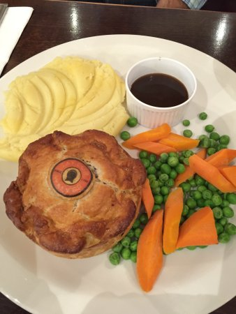 The Goat : Steak and ale pie...large plate!
