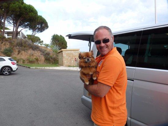 Authentic 'tour : Notre guide Xavier avec notre petite chienne Cannelle