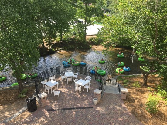 Helendorf River Inn and Conference Center: View from my balcony room of river and tubers.