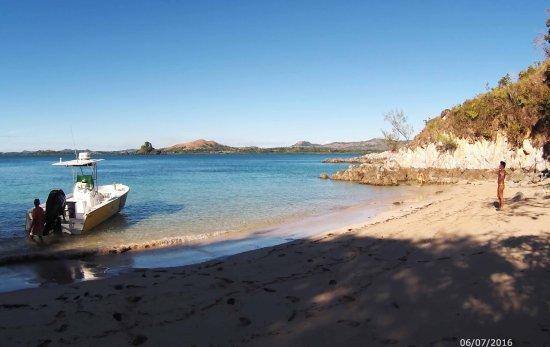 Nosy Be, Madagaskar: Exploration d'une belle plage déserte avec son eau turquoise ! que du bonheur !