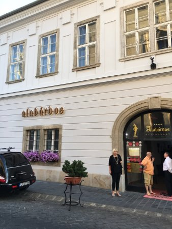 Alabardos Restaurant : The wrapper does not reveal the secrets