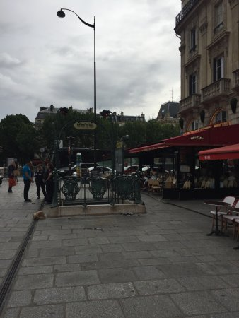 Hotel Albe Saint Michel: Метро от Отеля в двух минутах ходьбы