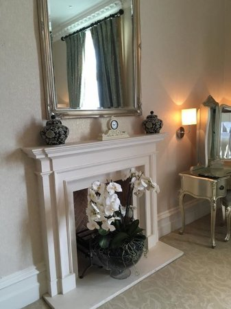 Rockliffe Hall: Fire place in Old Hall Suite