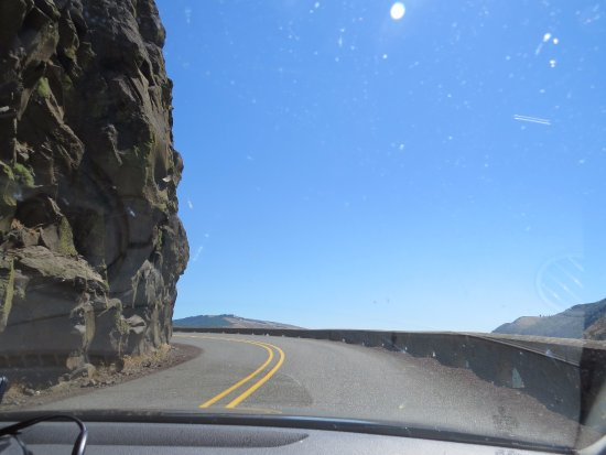 Mosier, OR: Road to the crest