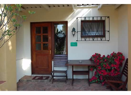 Jubilee Lodge Guesthouse: entry to one of the rooms
