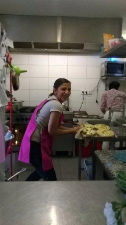 Matignon, Frankrig: titi dans sa cuisine