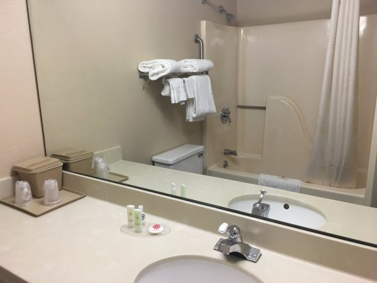 Blacksburg, Вирджиния: View of shower.