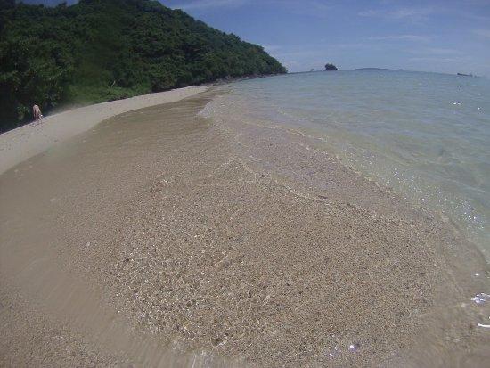 ฟิจิปาล์มภูเก็ต: Взяли каноэ на прокат в отеле и добрались на уединенный остров который видно из номера :)