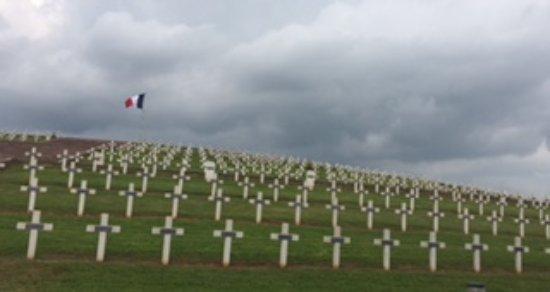 Route des vins d'Alsace: Sigolsheim French cemetery