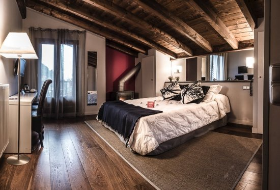 """Iribarnia Hotel Rural: Junior suite especial  """"Viejo Carbonero"""""""