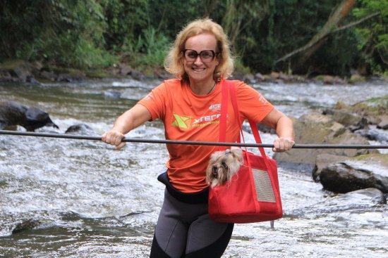 Brotas, SP: Trilha para a cachoeira Cristal bastante tranquila... Dá para levar o pet na sacola, se pequeno.