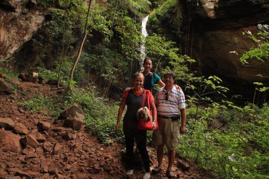 Brotas, SP: Cachoeira Cristal ao fundo... Família completa se divertindo unida !