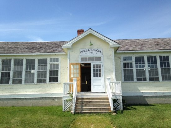 Hecla Island, แคนาดา: The old Hecla school - on tour in the village