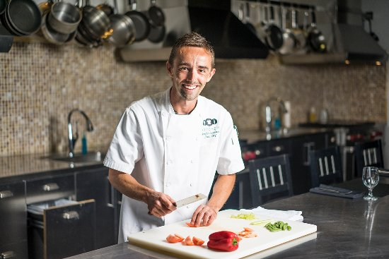 Wind Creek Casino & Hotel, Atmore: Learn new techniques with Chef Charlie in our Cooking Studio