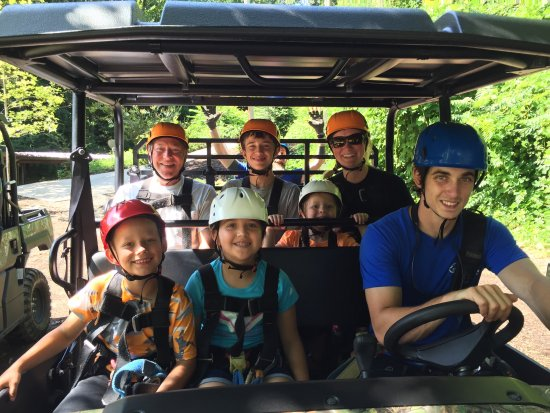 Lake Lure, Carolina del Norte: Our zip line trip today was amazing! Our guides Chris & Tyler we great! Entertaining and kept us