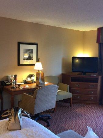 Hampton Inn & Suites Hartford/East Hartford: photo2.jpg